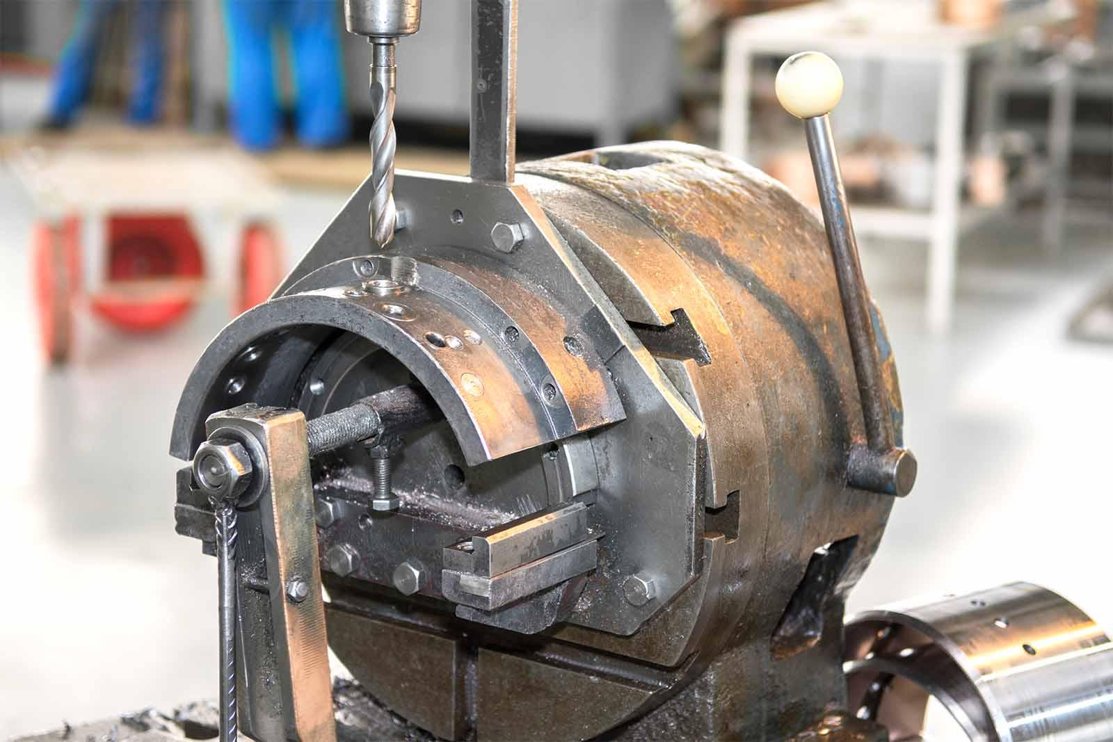 Приспособление для сверления отверстий масляной канавки в шатунных вкладышах Д49