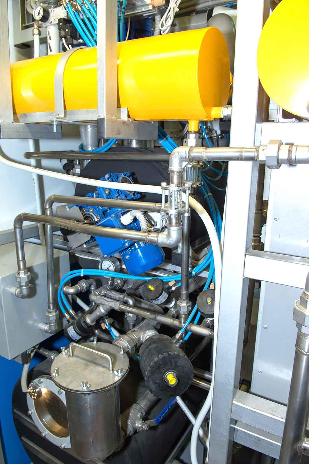 Сторона обслуживания моечной машины МКС-50